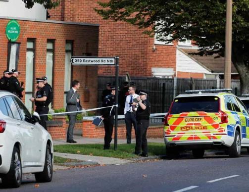 Asesinan a diputado británico en pleno mitin político