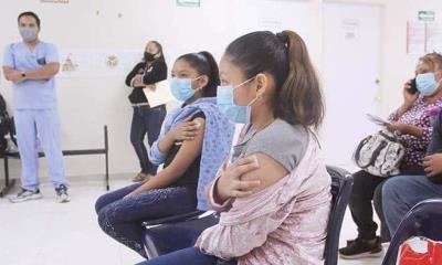 Vacunan contra Covid a 398 adolescentes