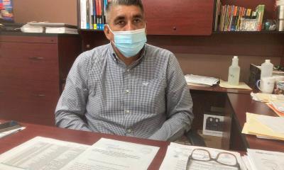 A maestros vacunados  incertidumbre por falta de certificado